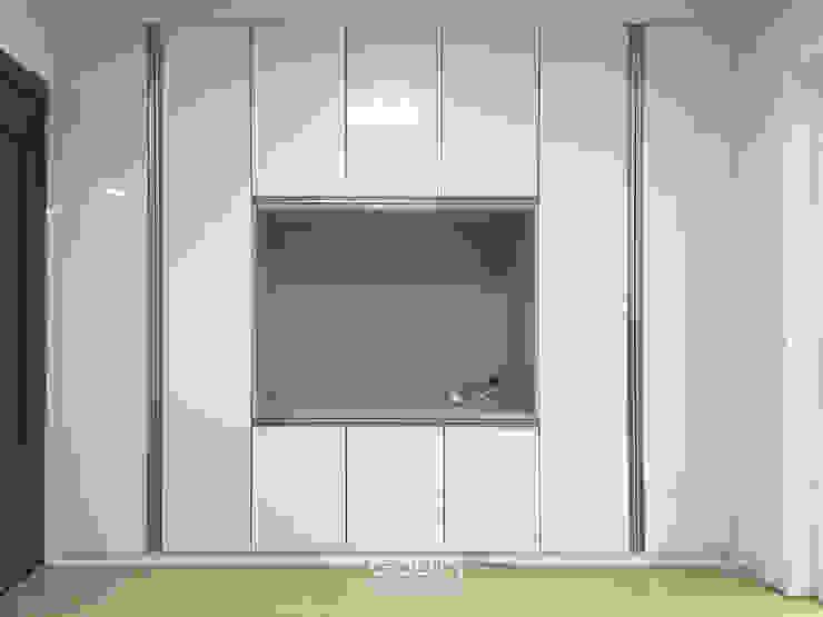 Modern living room by 디자인고은 Modern