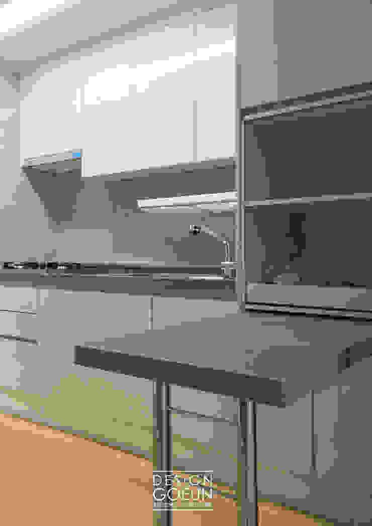 Modern kitchen by 디자인고은 Modern