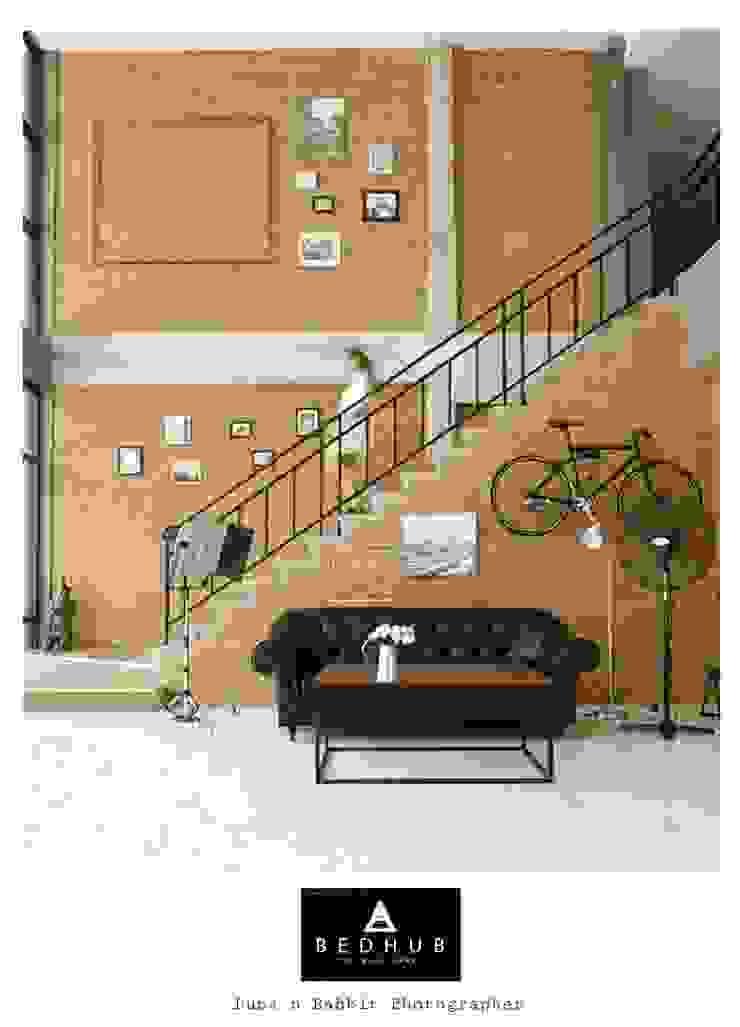 Stair Hall : ด้านอุตสาหกรรม  โดย INNHOMEDESIGNSTUDIO, อินดัสเตรียล คอนกรีต