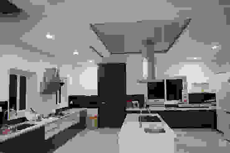Dhanturi Farm House Mediterranean style kitchen by iammies Landscapes Mediterranean