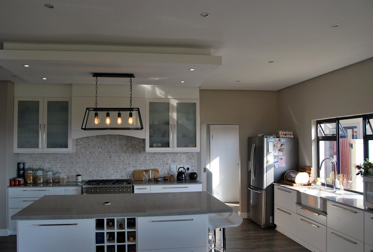 Project : The Howards:  Kitchen by Capital Kitchens cc,