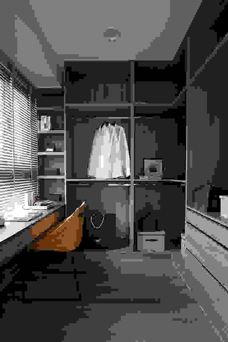 Modern dressing room by 立禾空間設計有限公司 Modern