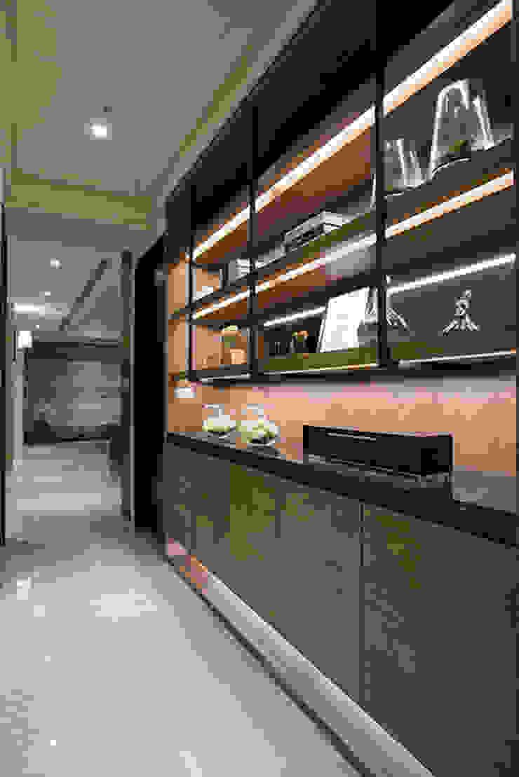 豐邑一第 現代風玄關、走廊與階梯 根據 立禾空間設計有限公司 現代風