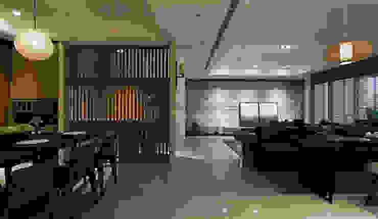 Modern corridor, hallway & stairs by 立禾空間設計有限公司 Modern