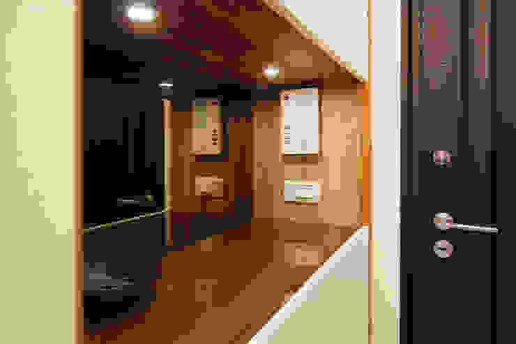 高雄市鼓山區老公寓改建 斯堪的納維亞風格的走廊,走廊和樓梯 根據 澤田工程/留名堂室內設計 北歐風