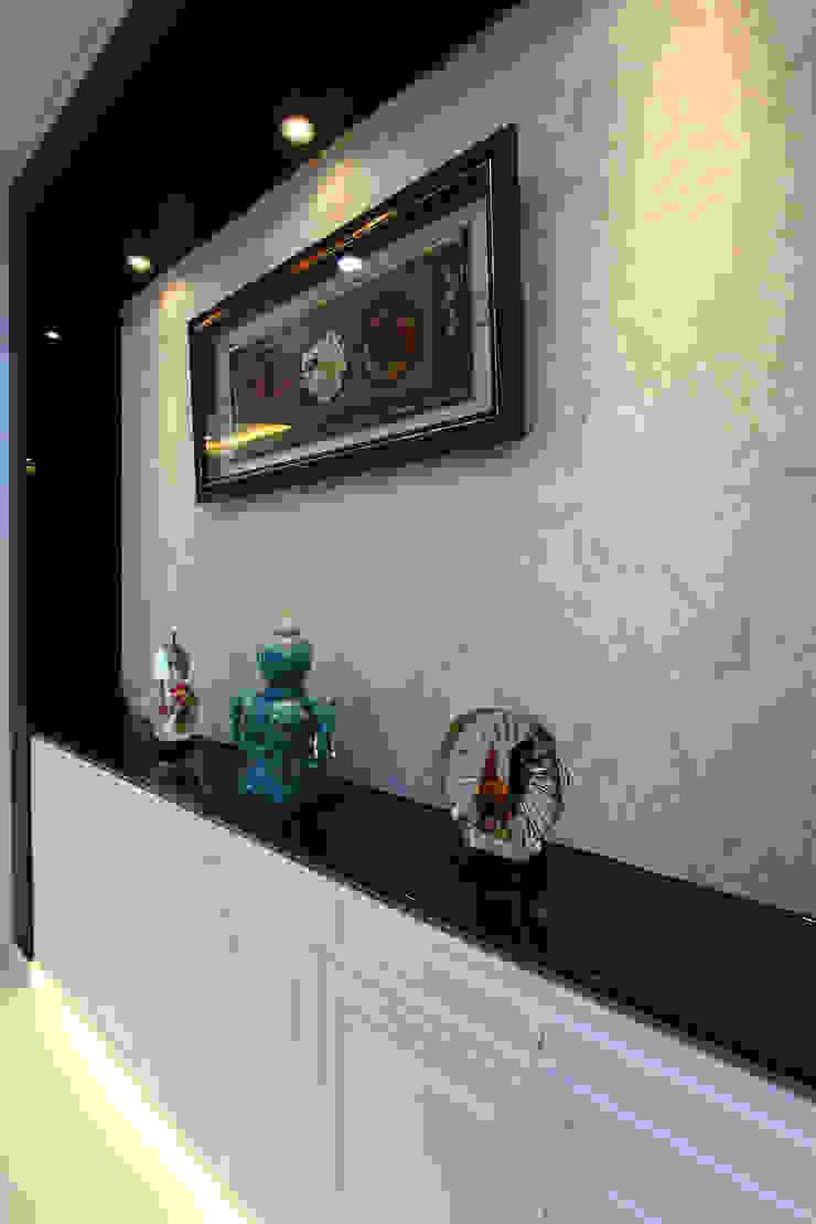 台南市永康透天設計 經典風格的走廊,走廊和樓梯 根據 澤田工程/留名堂室內設計 古典風