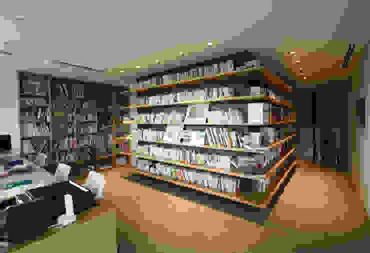 Phòng học/văn phòng phong cách chiết trung bởi 田辺計画工房 Chiết trung