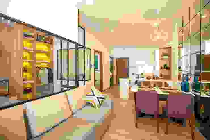 Nhà mẫu 5 sao – dự án The Western Capital: nhiệt đới  by Studio 3 - ONG&ONG Co., Ltd, Nhiệt đới
