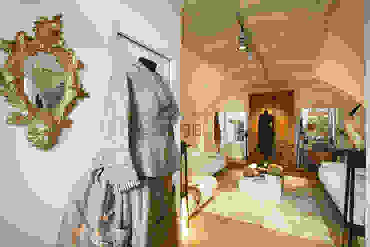 Гостиная в средиземноморском стиле от Daniele Franzoni Interior Designer - Architetto d'Interni Средиземноморский Бетон