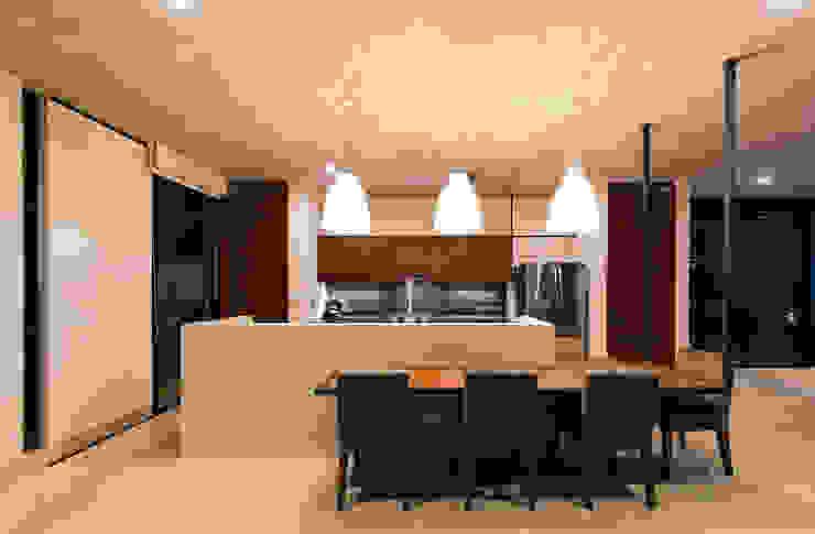 Modern kitchen by Taller Estilo Arquitectura Modern