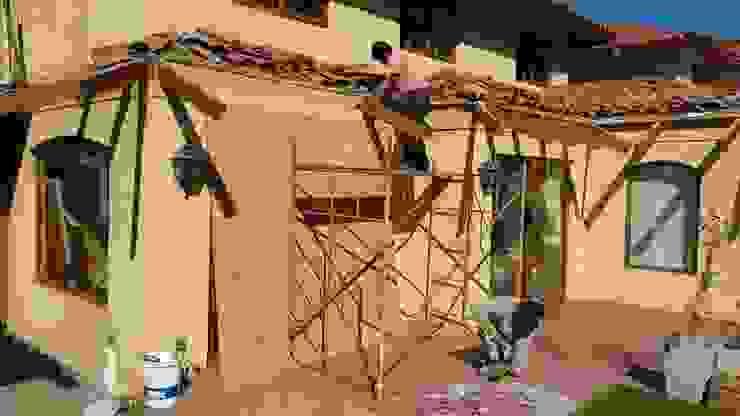 Demolicion de aleros Balcones y terrazas modernos de homify Moderno