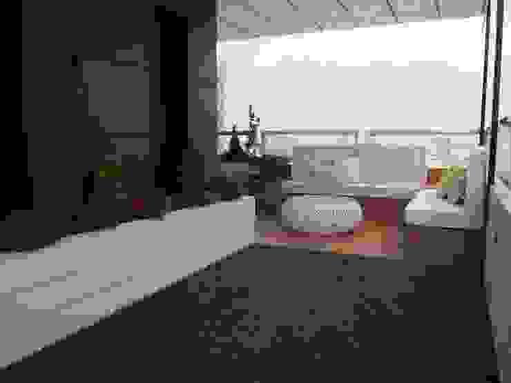 Reforma de terraza en valdebebas Reformmia Balcones y terrazas de estilo moderno