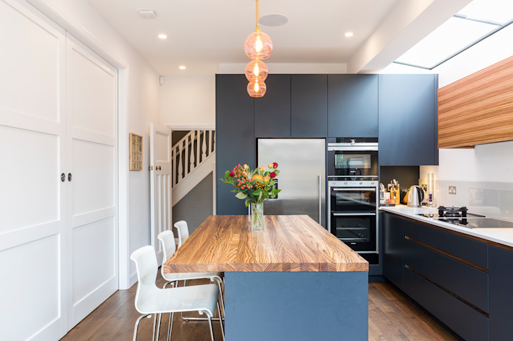 Vicarage Rd London SW14:  Kitchen by VCDesign Architectural Services,