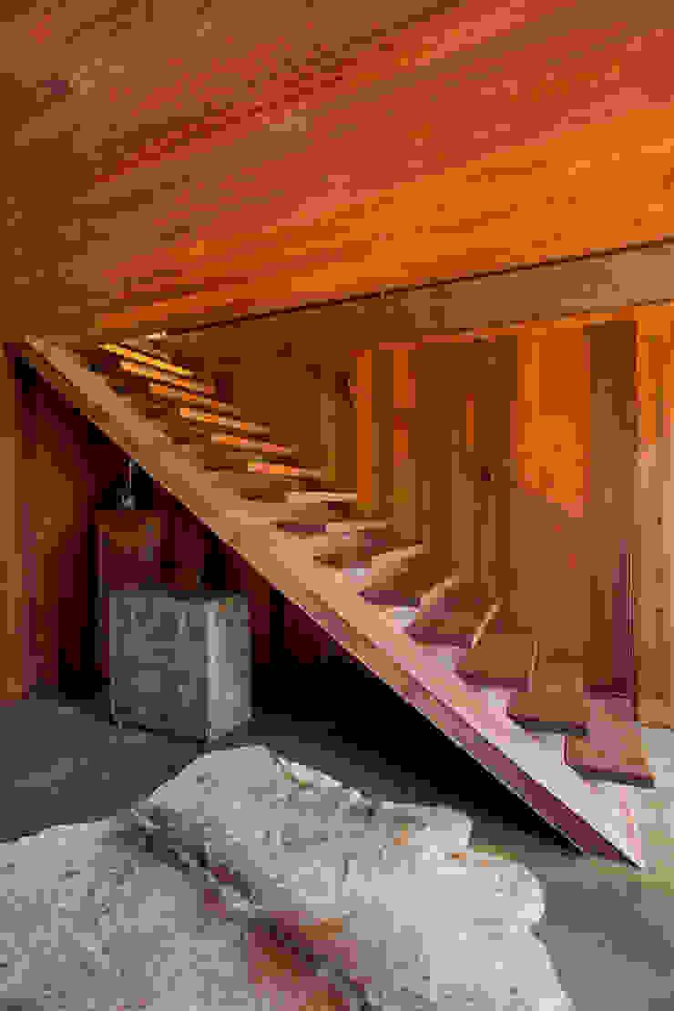 Gisele Taranto Arquitetura Pasillos, vestíbulos y escaleras de estilo rural