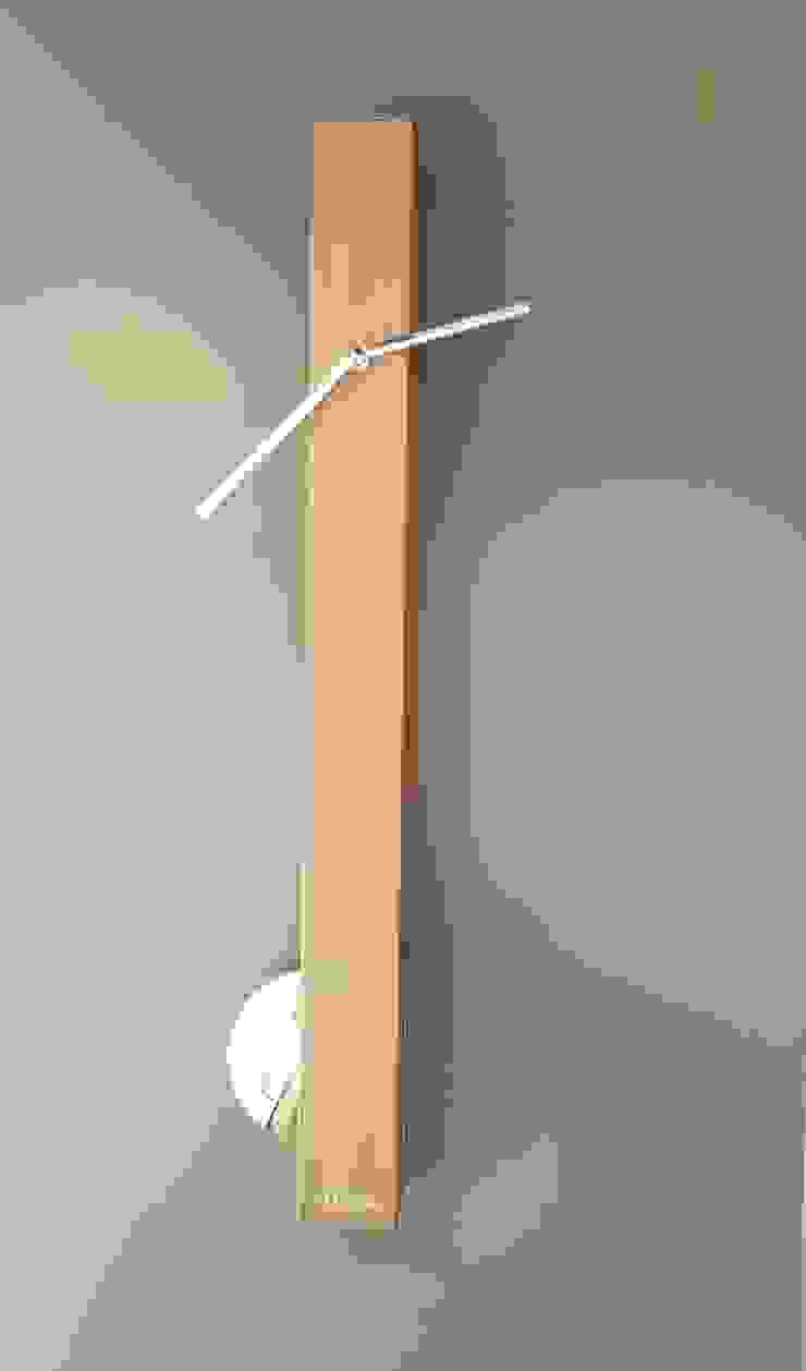 Klok langwerpig houtkleurig: modern  door Sfeerberg wonen & meer, Modern