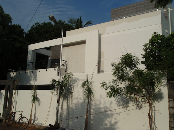 Villa at chennai Poes garen Minimalist house by Sahana's Creations Architects and Interior Designers Minimalist Slate