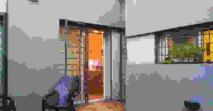 Casa M_1087 Casas modernas: Ideas, imágenes y decoración de ELVARQUITECTOS Moderno