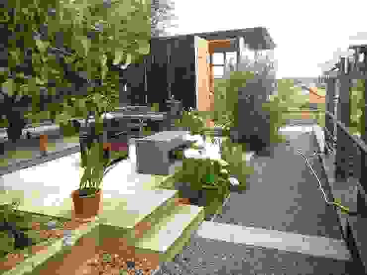 pickartzarchitektur-BaM2-Sichtbeton-Feuerterrasse mit Teehaus pickartzarchitektur Minimalistischer Garten Beton Grau