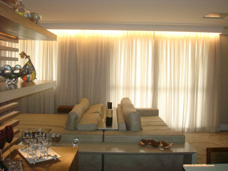 Salones de estilo moderno de LVM Arquitetura Moderno