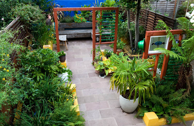 Terrace House garden Mediterranean style garden by Earth Designs Mediterranean