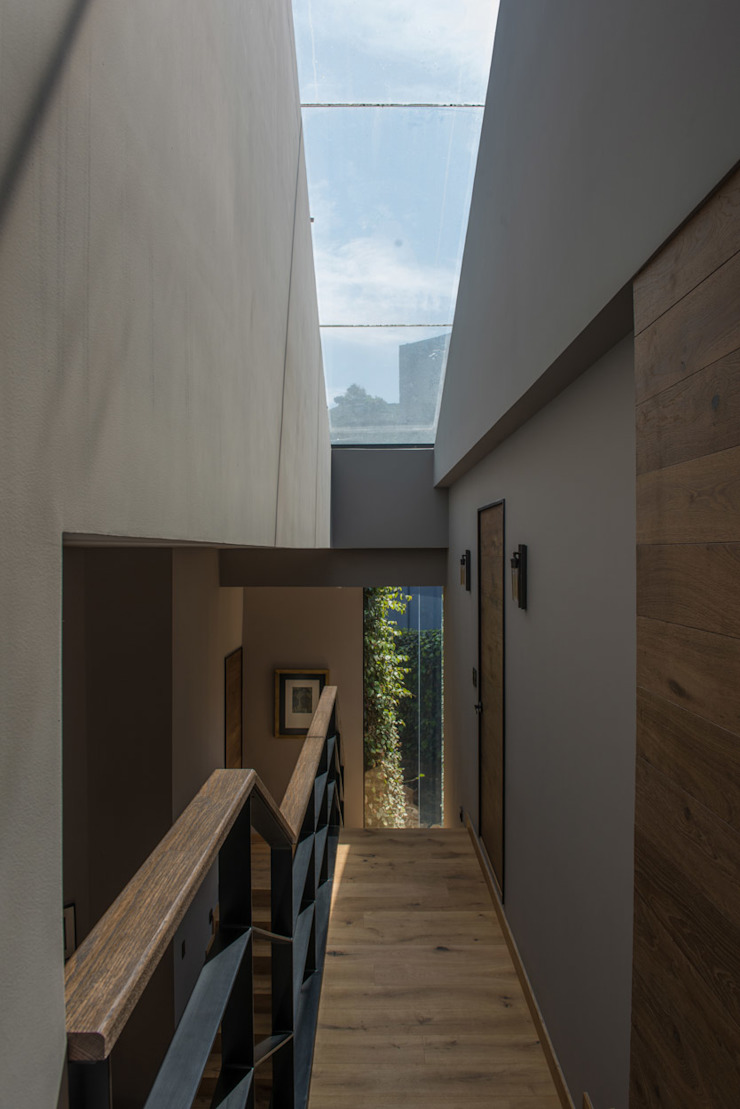 Casa AR Pasillos, vestíbulos y escaleras de estilo moderno de ARCO Arquitectura Contemporánea Moderno