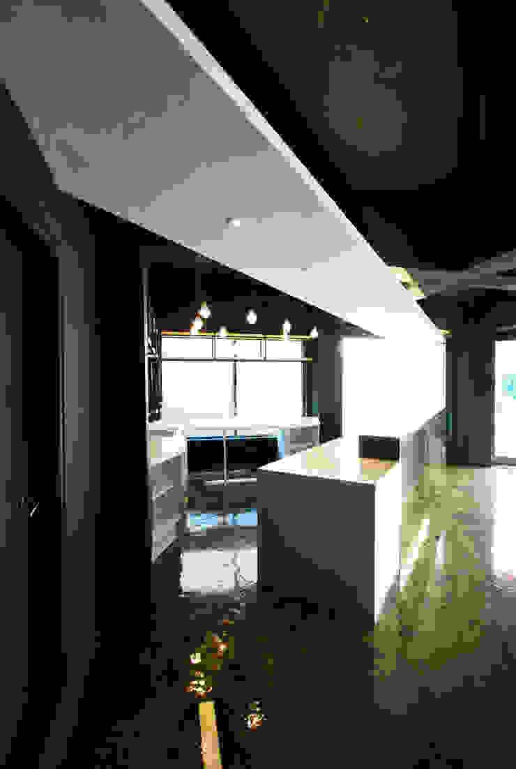 평택 카페 BUCKET.C 모던스타일 다이닝 룸 by 디자인모리 모던 금속