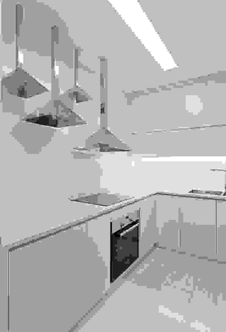 [HAPPY HOUSE 65] CĂN HỘ NHỎ NHƯNG ĐẦY ĐỦ CÔNG NĂNG Nhà bếp phong cách hiện đại bởi Công ty cổ phần NỘI THẤT AVALO Hiện đại