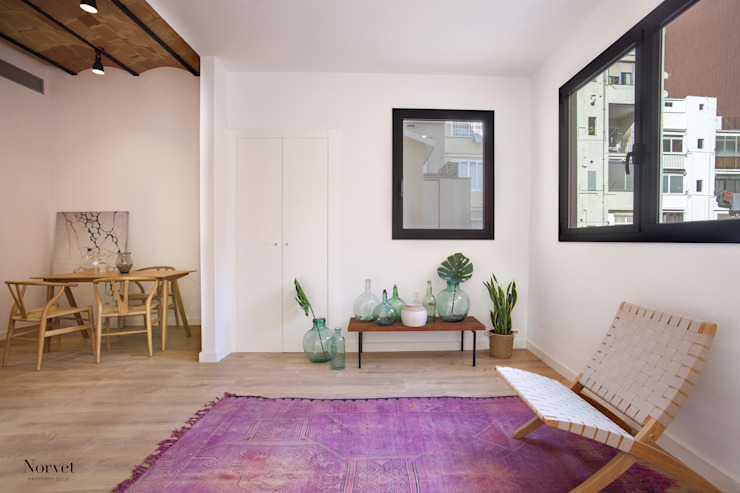 Living room by THE ROOM & CO interiorismo,