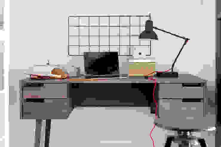 Ruang Studi/Kantor Gaya Industrial Oleh Ayuko Studio Industrial