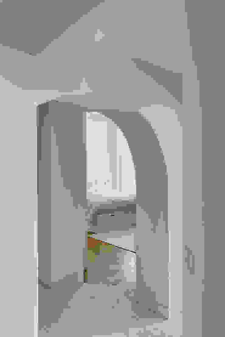 Mon Concept Habitation Modern corridor, hallway & stairs