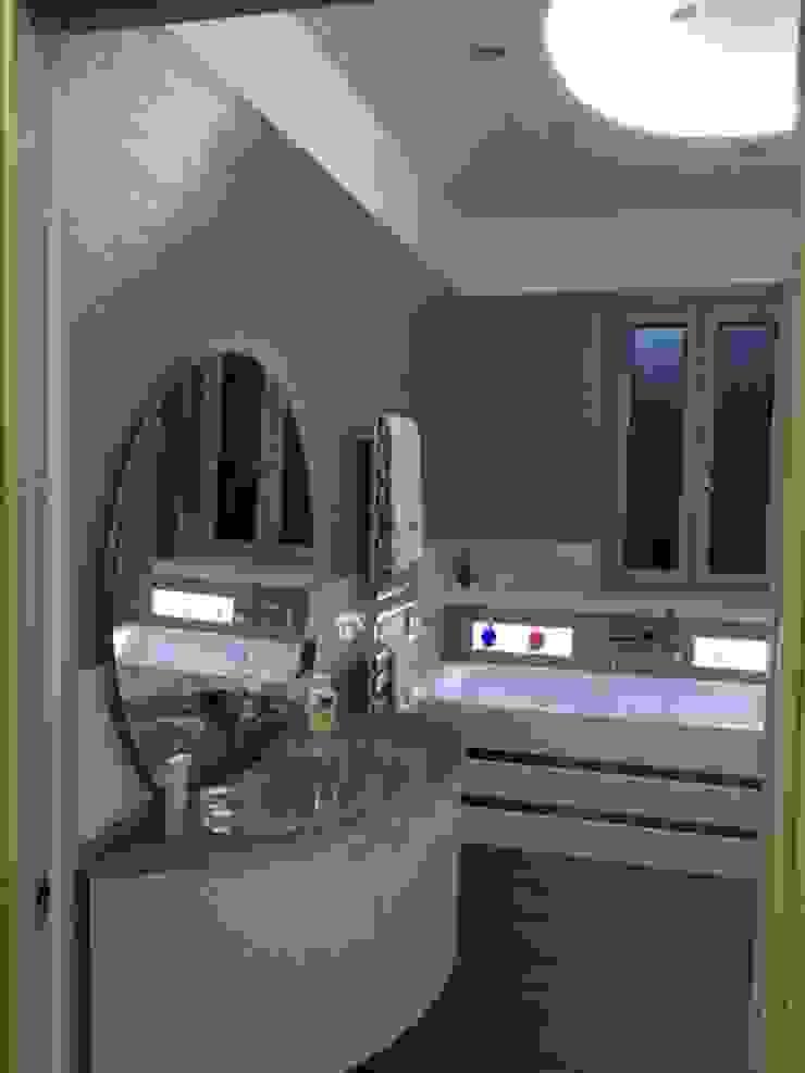 Modern bathroom by CASTIELLOproject Modern
