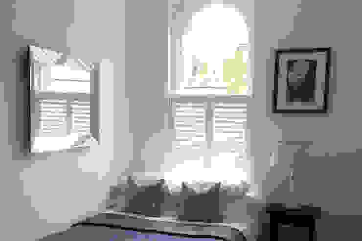 Cafe Style Shutters in The Bedroom: modern  by Plantation Shutters Ltd, Modern Wood Wood effect