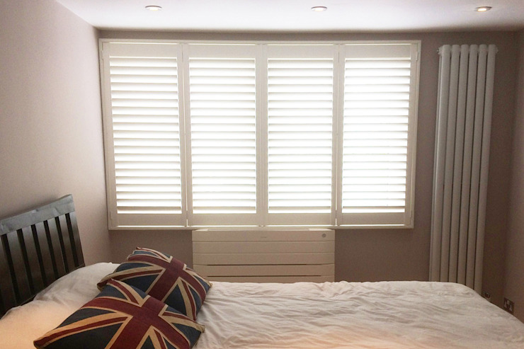 Full Height Shutters in the Bedroom: classic  by Plantation Shutters Ltd, Classic Wood Wood effect