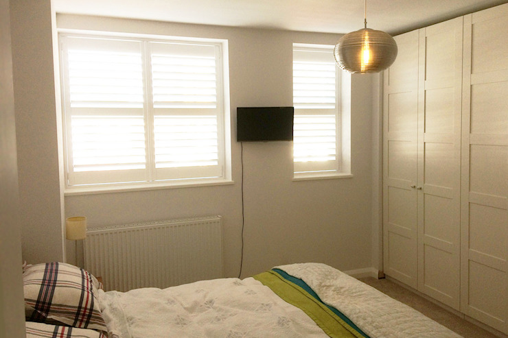 Full Height Shutters in the Bedroom: modern  by Plantation Shutters Ltd, Modern Wood Wood effect