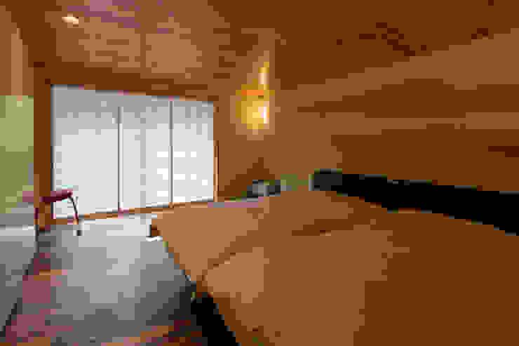 主寝室 和風の 寝室 の 一級建築士事務所 アトリエ カムイ 和風 木 木目調