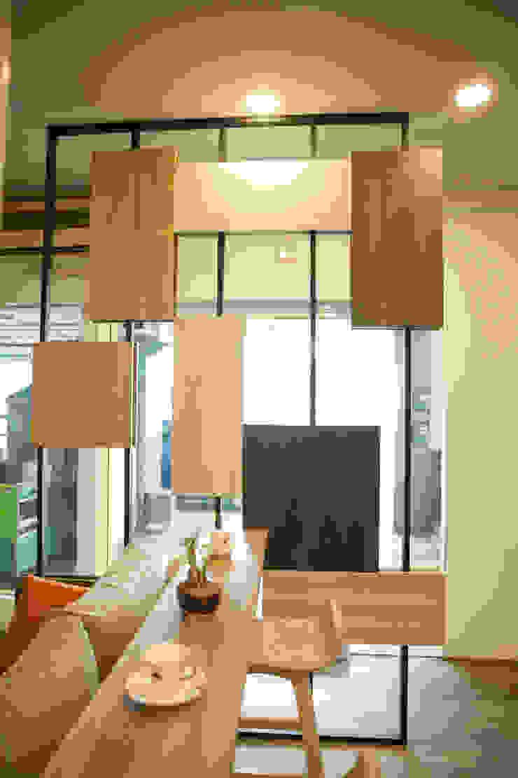 屏風設計 工業風的玄關、走廊與階梯 根據 澄嶧空間設計 工業風