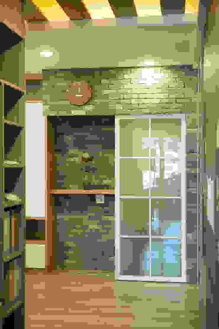 玄關&推拉門設計 斯堪的納維亞風格的走廊,走廊和樓梯 根據 澄嶧空間設計 北歐風