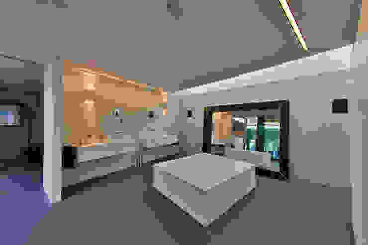 Nieuwbouw vrijstaande woning Moderne badkamers van studio architecture Modern Beton