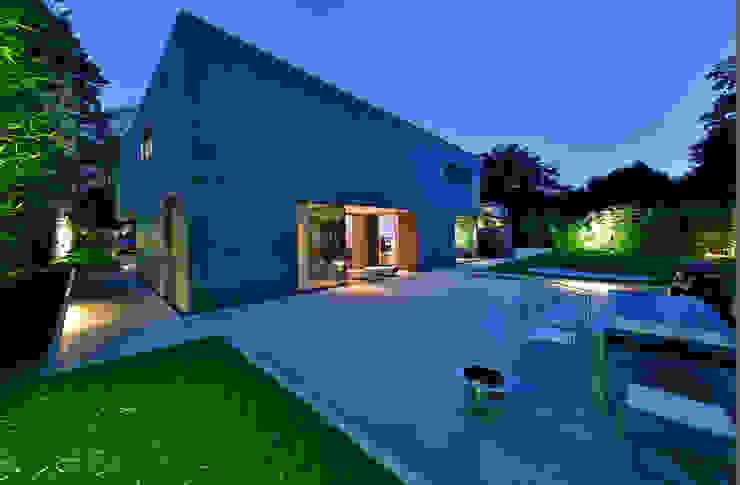 Nieuwbouw vrijstaande woning Moderne huizen van studio architecture Modern Beton