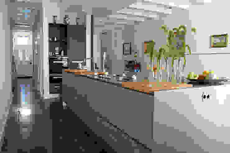 現代廚房設計點子、靈感&圖片 根據 studio architecture 現代風 水泥