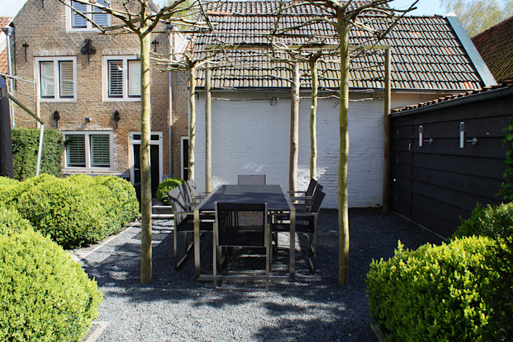 Verbouw monumentale woning Moderne tuinen van studio architecture Modern Tegels