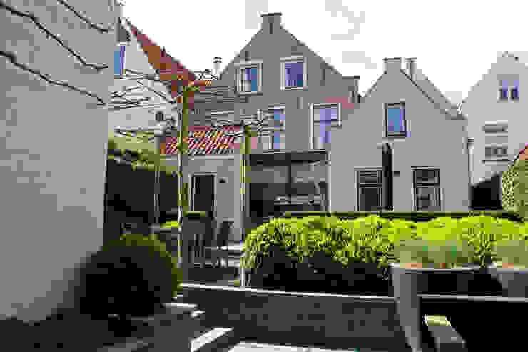 Verbouw monumentale woning Klassieke balkons, veranda's en terrassen van studio architecture Klassiek Stenen