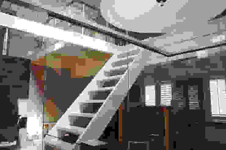 Verbouw monumentale woning Moderne gangen, hallen & trappenhuizen van studio architecture Modern Hout Hout