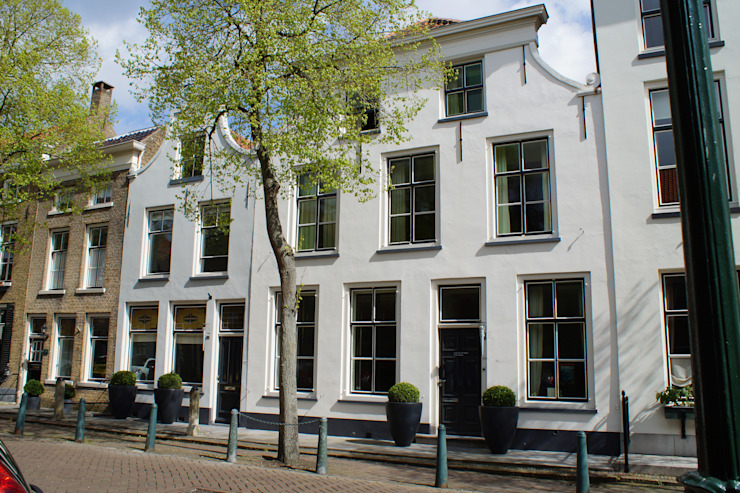 Verbouw monumentale woning Klassieke huizen van studio architecture Klassiek Beton