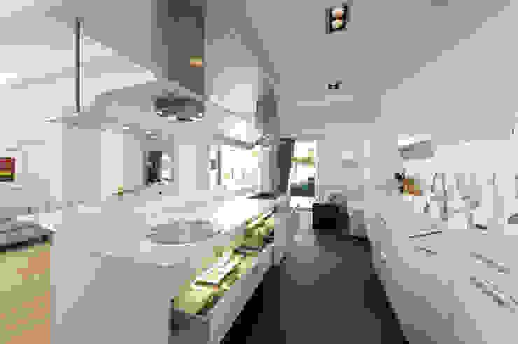 Verbouw monumentale woning Moderne keukens van studio architecture Modern Kunststof