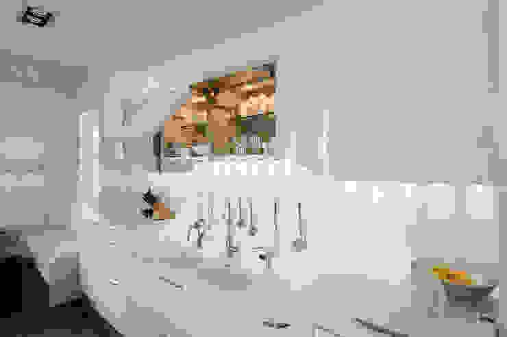 Verbouw monumentale woning Moderne keukens van studio architecture Modern Keramiek