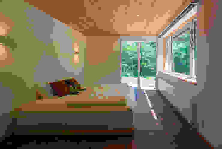 軽井沢 モリキズナの家/新築住宅: 一級建築士事務所 アトリエ カムイが手掛けた寝室です。
