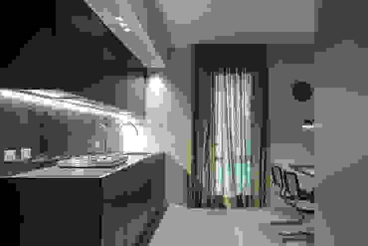 Cuisine de style  par MIDE architetti,