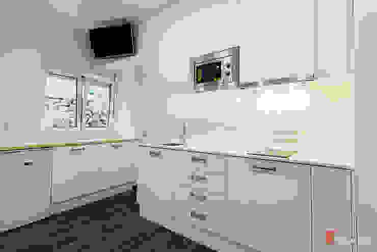 Minimalist kitchen by homify Minimalist