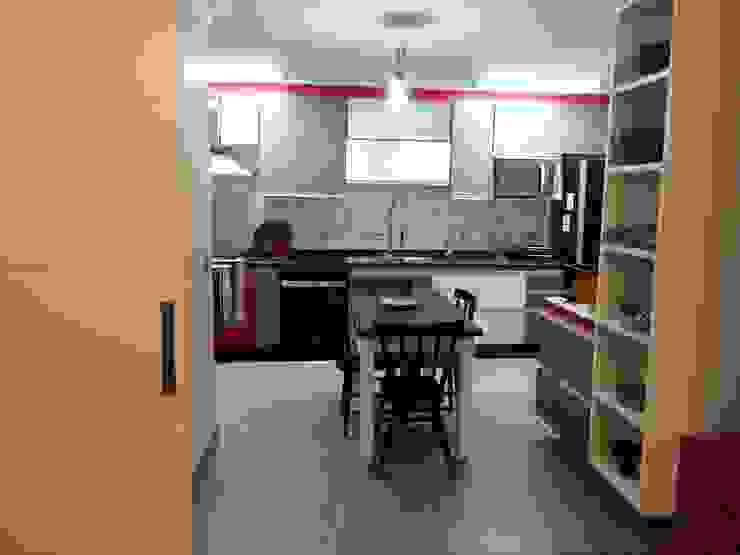 Lucia Helena Bellini arquitetura e interiores Modern kitchen MDF Red